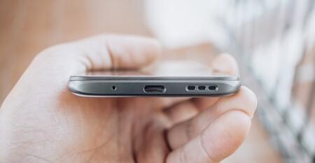 Cómo limpiar los altavoces de tu móvil para dejarlos como nuevos