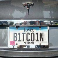 Comprar un Tesla con bitcoins podría no ser un gran negocio para ti (según los términos de uso de la propia compañía)