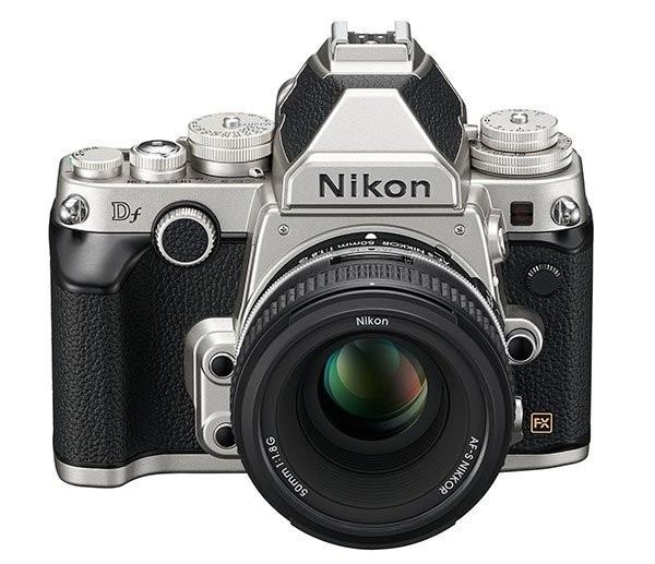 Ahí tenéis a la Nikon DF, un día antes de su presentación