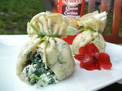 Receta de saquitos crêpes de eneldo rellenos de pollo a la espinaca y queso, ganadora de nuestro concurso