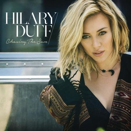 Hilary Duff persigue al sol en su nuevo videoclip