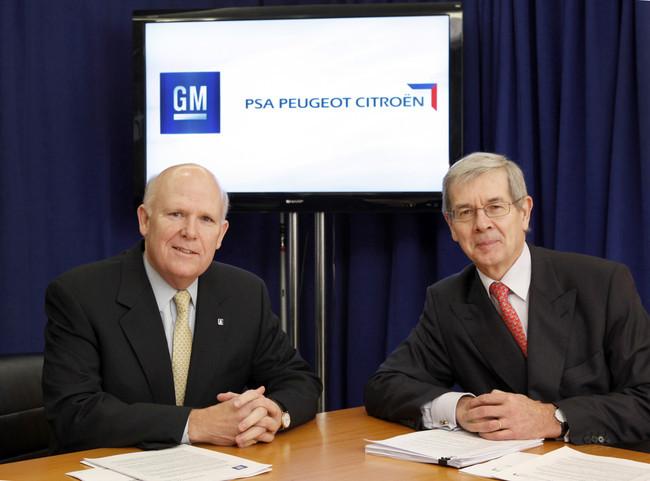 Dan Akerson (General Motors, izda) y Philippe Varin (PSA, dcha)