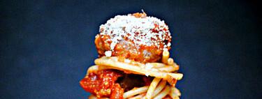 Receta de espaguetis con albóndigas de ternera y berenjena, un plato único para chuparse los dedos