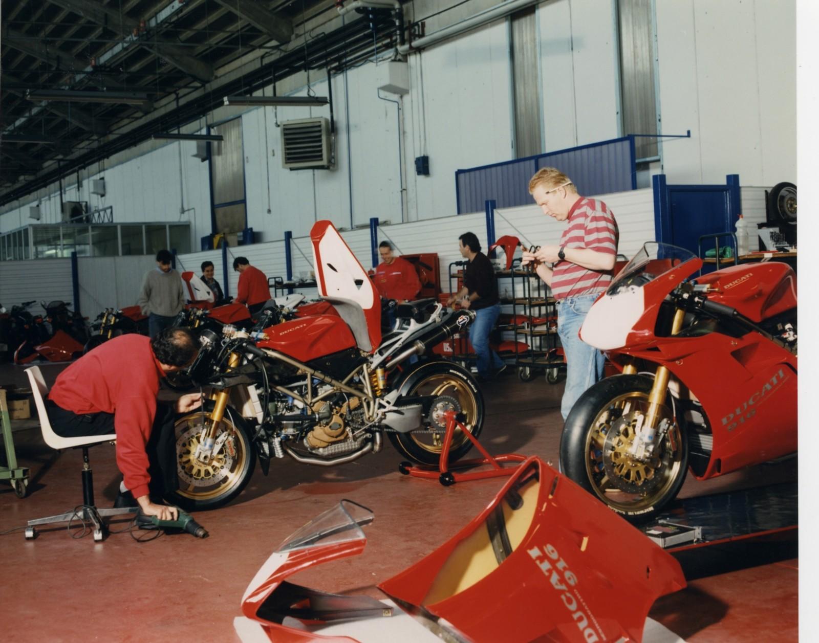 Foto de Ducati Panigale V4 25° Anniversario 916 (44/73)