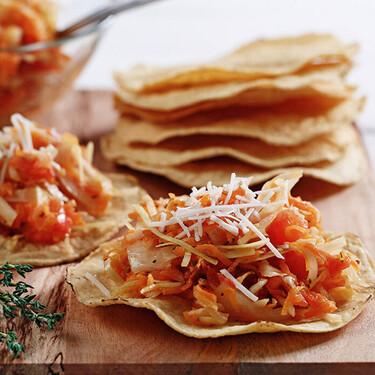 Tostadas de tinga de zanahoria con setas. Receta vegetariana fácil