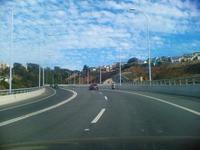 Chile impone las luces diurnas en sus autopistas urbanas