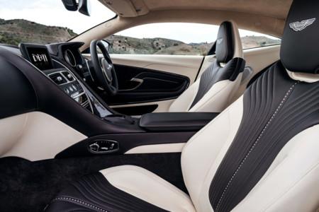 Aston Martin Db11 asientos