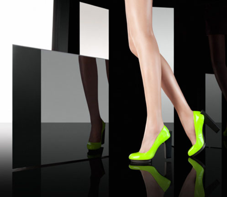 ¿Te atreves con zapatos flúor este otoño?