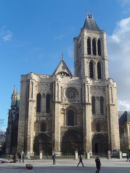 La iglesia que irradia luz azul cobalto como si estuvieras en el Cielo