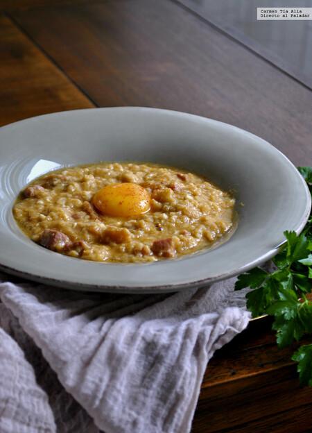 Sopas de ajo con jamón y huevo