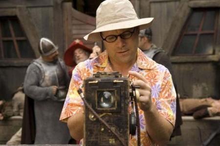 Dosflores, interpretado por Sean Astin en la adaptación de SkyOne, con su iconógrafo