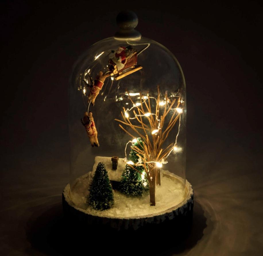 Campana luminosa de cristal con pueblo navideño Village