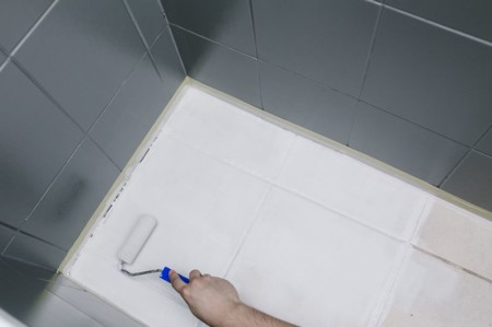 Antes y despu s de aut ntico desastre a ba o de tendencia - Pintura para azulejos del bano ...