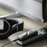 Este desarrollo de Sennheiser te permite librarte de los cables en tus auriculares... aunque sólo en parte