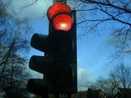 Mientras, en Chicago, la gente se cabrea por pagar una multa de 50 dólares tras saltarse un semáforo