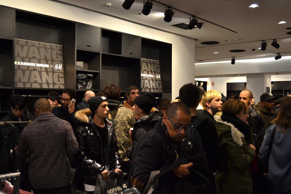 Foto de Alexander Wang x H&M, la colección llega a tienda (Madrid, Gran Vía) (2/27)