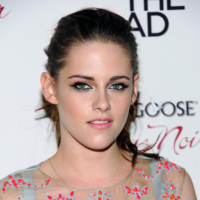 Sigo sin entender los looks de fiesta de Kristen Stewart, ¿es grave, doctor?