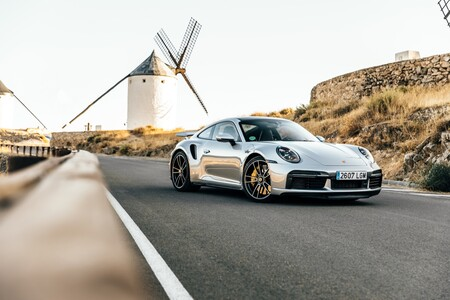 Probamos el Porsche 911 Turbo S, el superdeportivo de 650 CV que sirve para absolutamente todo