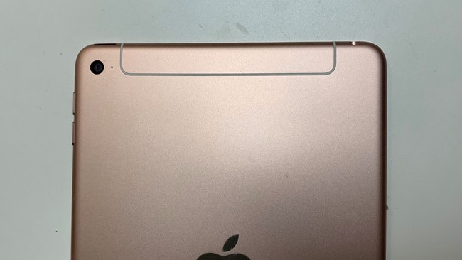 Nuevas fotografías muestran un misterioso iPad mini sin flash LED y una antena rediseñada