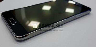 Samsung Galaxy Alpha en blanco hace presencia en unas fotos