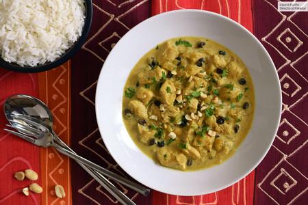 La receta de pollo al curry de Manuela Carmena (que así mejoramos nosotros)