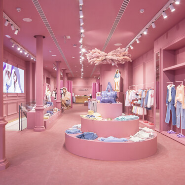 Bienvenidas a un mundo de color rosa (chicle): Mango inaugura en Barcelona su tienda pop-up dedicada a la colección Teen