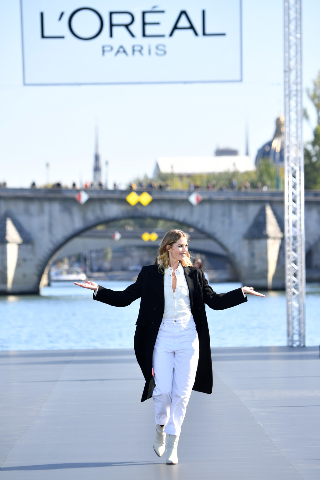 Los 15 mejores looks que nos dejó el enorme espectáculo del desfile de L'Oréal en Paris