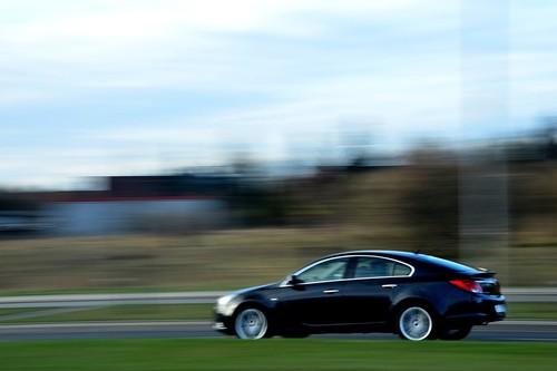 Las marcas de coches tienen un problema con el software: ciberseguridad, parches y soporte de sistemas por más de 15 años