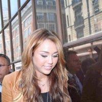 Los 1001 looks de lucir un mismo collar, por Miley Cyrus