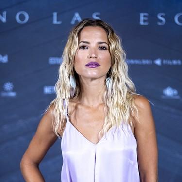 Ana Fernández nos muestra cómo combinar un labial morado con el resto del maquillaje: tomamos nota de su último look