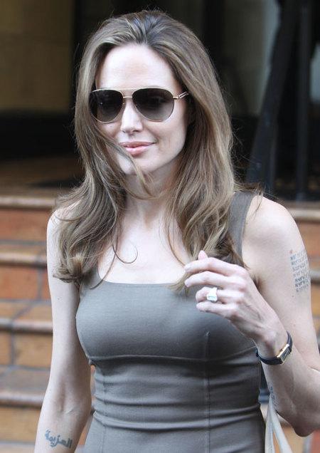 Angelina-Jolie-Anillo