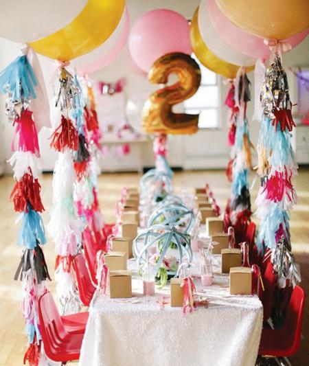 Ocho mesas de fiesta