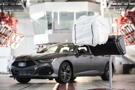 """Acura desarrolla una nueva bolsa de aire que """"funciona como guante de béisbol"""""""