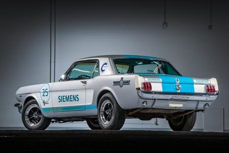 Video: Asi le fue al Mustang 65 autónomo de Siemens en Goodwood