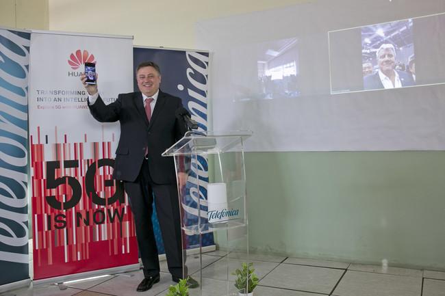 Telefónica y Huawei hacen la primera videollamada 5G internacional con un Mate 20