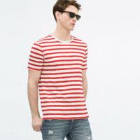 Una ardilla podría atravesar un Zara saltando de camiseta de rayas en camiseta de rayas sin pisar el suelo este verano