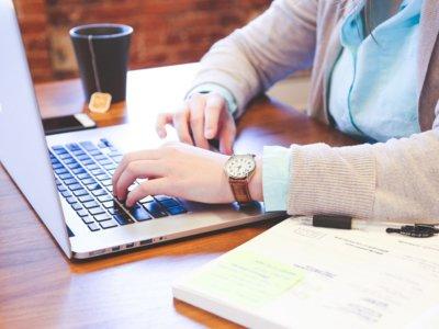 Si chateas en el trabajo, cuidado: tu empresa tiene derecho a espiarte según la Corte Europea