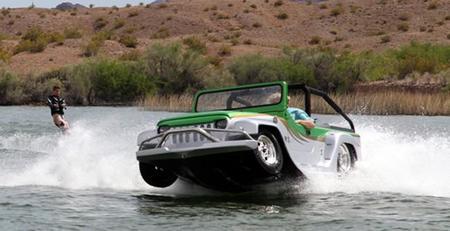 ¿Es un Jeep?, ¿es una lancha?, oh, no!, es el WaterCar Panther