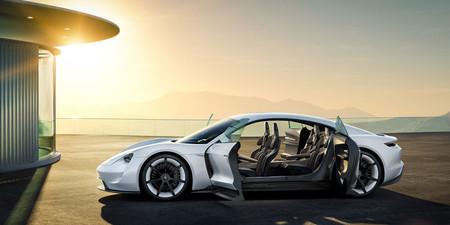 Porsche sigue soltando pistas de su eléctrico Mission E: la versión más potente llegará con 670 CV (500 kW)