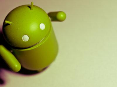 """La UE """"vigila de cerca"""" los acuerdos de Google con fabricantes y operadores que usan Android"""