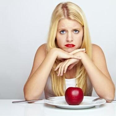 ¿Por qué dejar de comer (o comer muy poco) no es la solución para adelgazar?