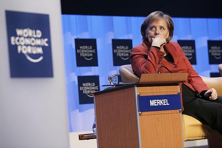 Angela Merkel fustiga a los bancos centrales