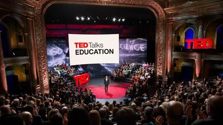 """¿Por qué las charlas TED funcionan en la era de """"búscalo en Google""""?"""