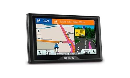Garmin Drive 51 EU LMT-S Plus, un completo navegador GPS para el salpicadero que hoy se queda en sólo 99,98 euros en Amazon