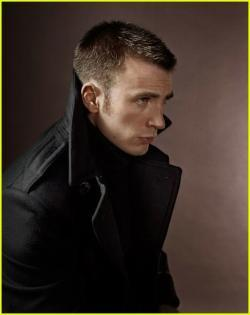 97356_chris-evans-tom-ford-suit-04_123_1115lo.jpg