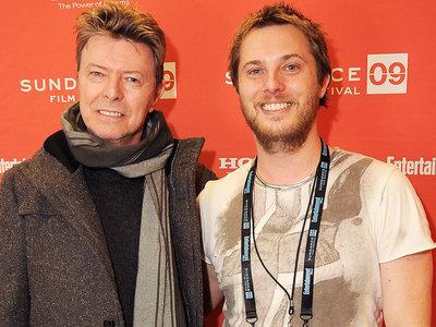 Duncan Jones dedica 'Mute' a David Bowie: así fue como su padre inspiró la película