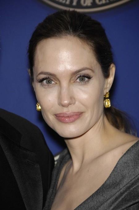 Angelina Jolie diseña unas joyas para financiar escuelas en países desfavorecidos