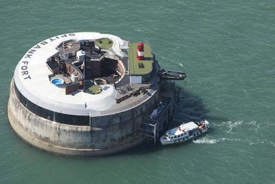 Una fortaleza en mitad del mar se convierte en hotel de lujo