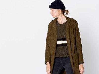 Abrigo largo para mujer de Pull&Bear rebajado un 60% por sólo 19,99 euros