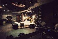 Siéntete como Bruce Wayne en esta habitación de hotel decorada al estilo Batman